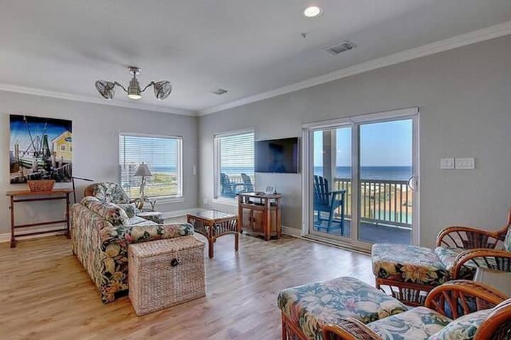 BeachGate OceanSuites and Oceanfront Resort Deluxe Suite 2 Bedroom