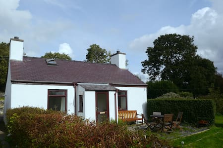 Charming Cottage with Snowdon Views - Penisa'r Waun - House