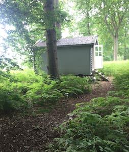 Shepherds Hut in idealic location in Cowden