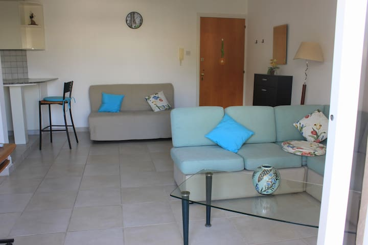 Comfy 1bdroom flat in a quiet area - Germasogeia - Apartment