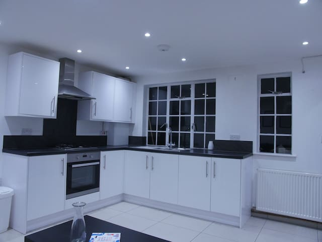 Stunning Brand New Apartment in Wembley Central
