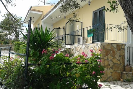 Villa Fourtuna Studio - Agios Ioannis Peristeron