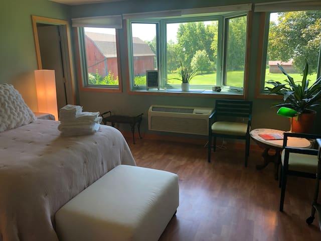 Perfect Private Getaway Suite
