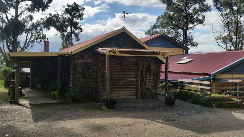 Rustic Log Cabin, Yarra Valley - Yarra Junction - Houten huisje
