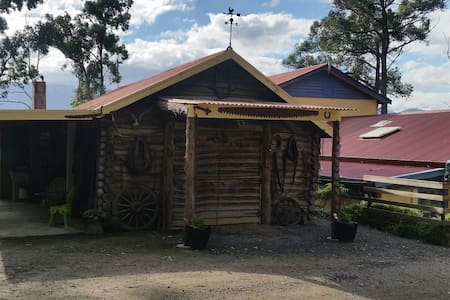 Rustic Log Cabin, Yarra Valley