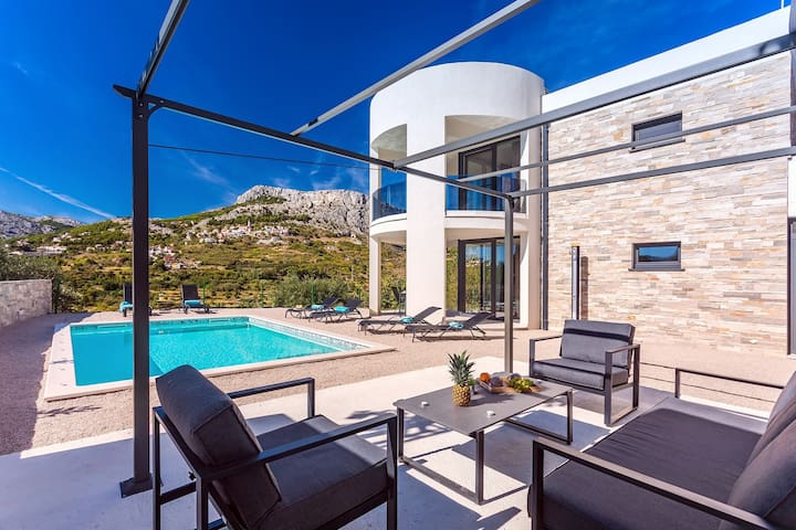 VILLA CVITA is a newly built, modern 3-bedroom villa with gym, private 24sqm pool