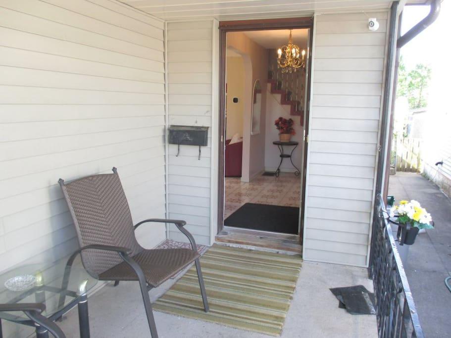 Porch & Entrance