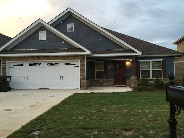 Modern home in East Montgomery! - Pike Road - House