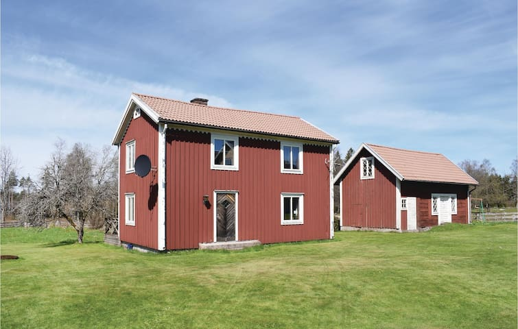 Holiday cottage with 2 bedrooms on 90m² in Lenhovda