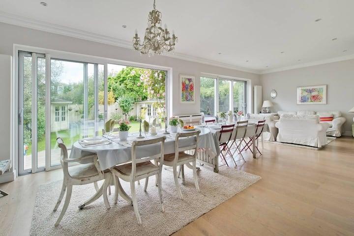 Fantastic 7 Bedroom House in Beautiful Barnes!