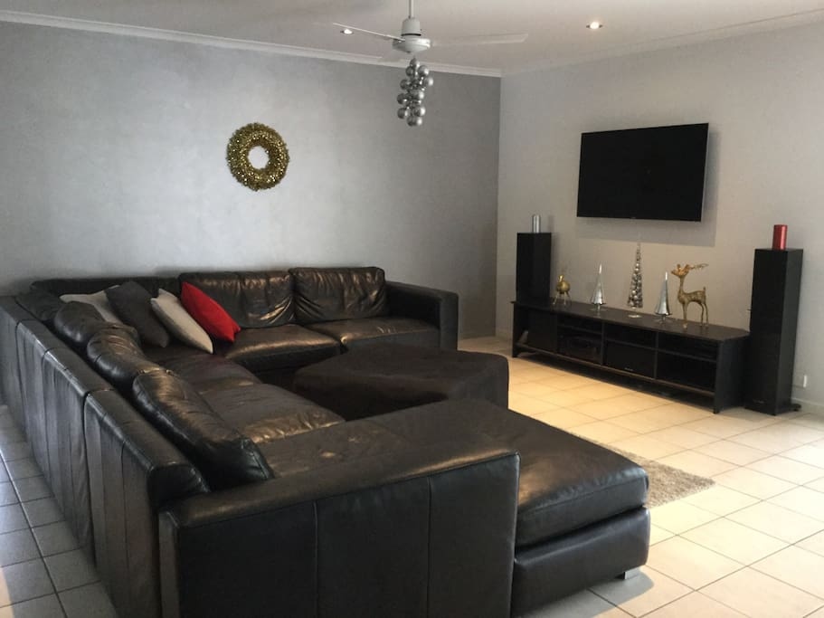 Large family room with 7 seater leather lounge
