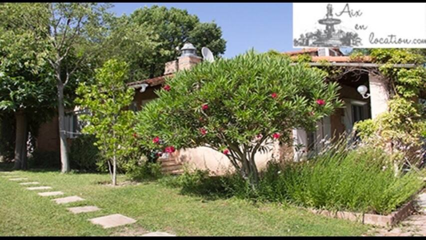 Villa, 2 rooms, swimmingpool, garden - Bouc-Bel-Air - Villa