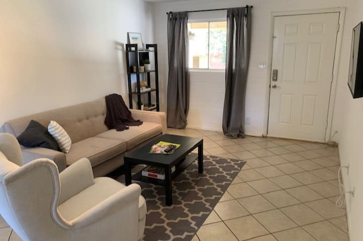 Comfortable and Private Condo in Central Phoenix