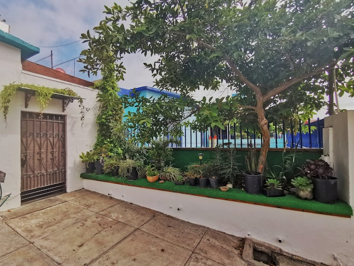 Private room in Playas, 10-minute walk to beach!