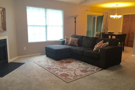 Private room in quiet, convenient condo - North Charleston