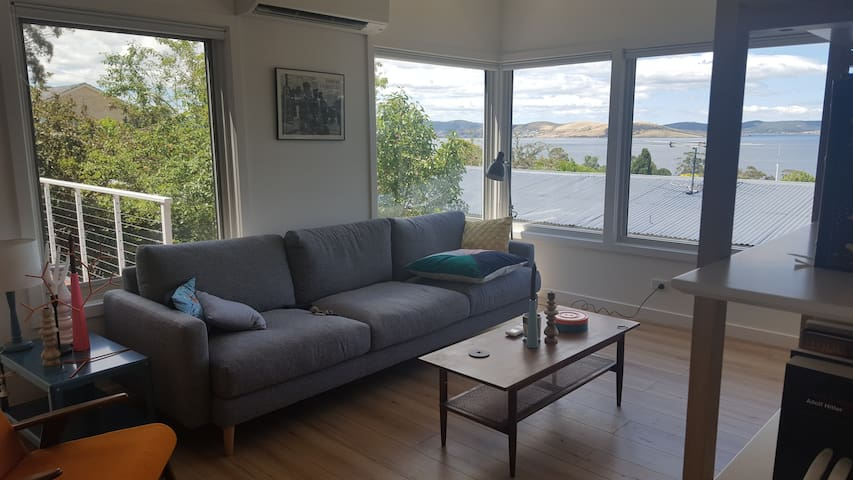 Stunning Water Views 10mins from City!! - Taroona - Casa