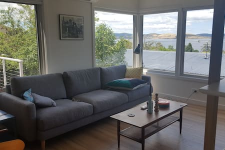 Stunning Water Views 10mins from City!! - Taroona
