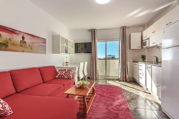 Sunny apartment near the sandy beach