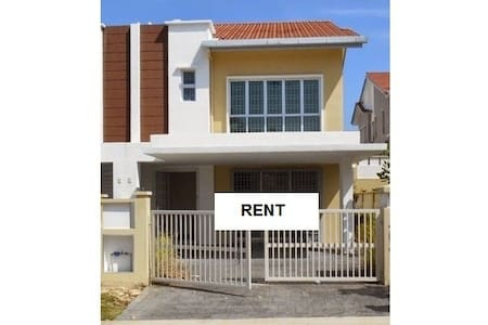 Semi-D House For Rent Pearl 132, Seremban 2 - スレンバン - 一軒家