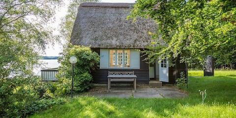 Unique summerhouse on idyllic hilltop
