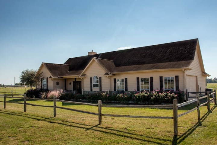 Country Getaway - Relax and Unwind!! - Hempstead
