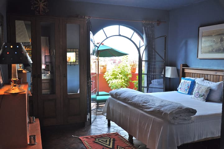Suite San Miguel at Casa de la Cuesta B&B