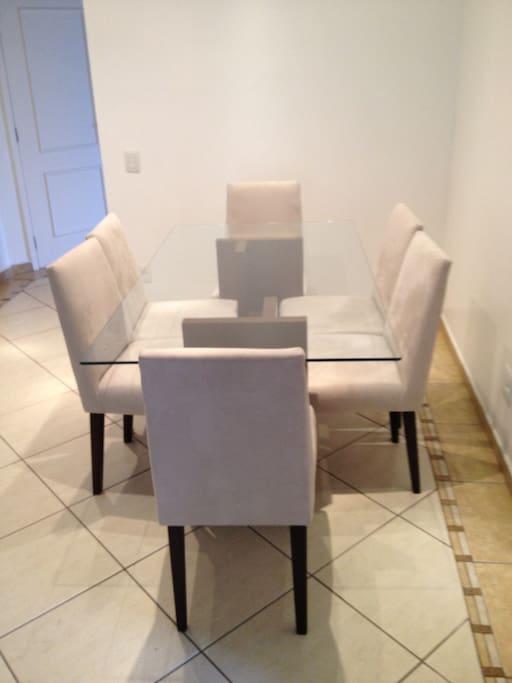 Sala de estar - Mesa (Living Room - Dining Table)