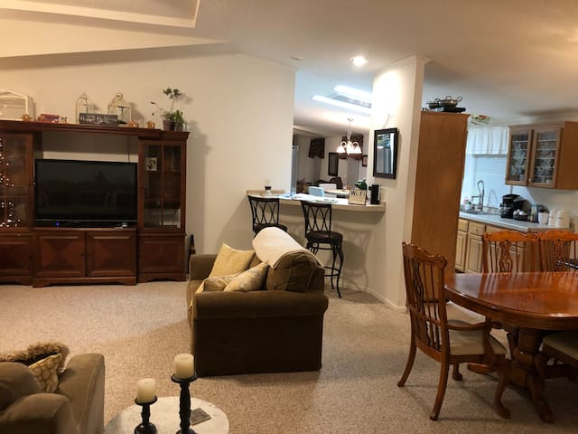 Black Mountain spacious home 3/2 - Pets Welcome