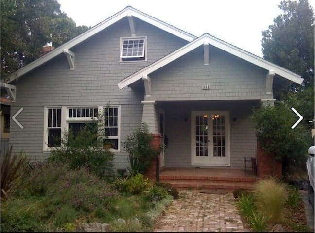 Lovely Craftsman Bungalow - Burlingame - House