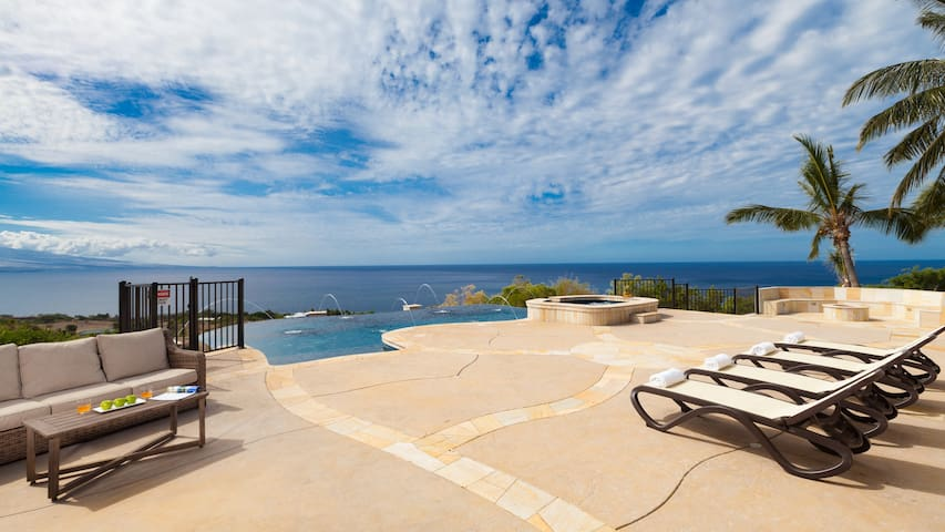 Hale Laule'a  Panoramic Ocean Views (Hosted)
