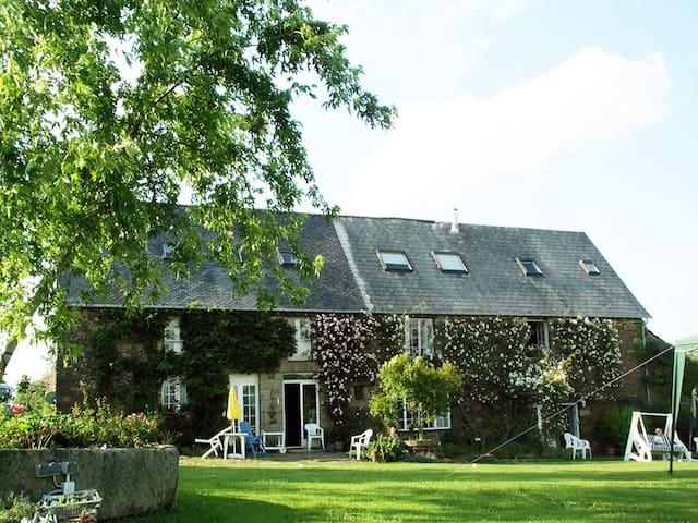 La Plissonnais - tranquil 17th century farmhouse - Les Loges-Marchis - บ้าน