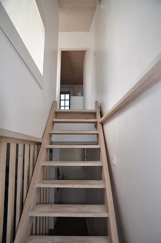 accès au szcond étage