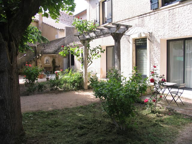 Cosy 2 pièces terrasse, entre St Rémy et Avignon