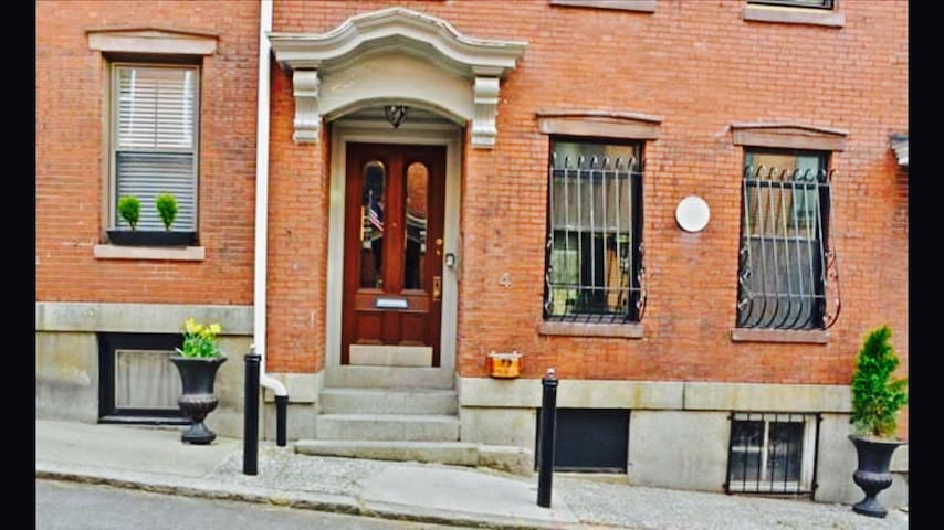 1 BR Newly Renovated Charming Historic Brownstone. - Boston - Apartament