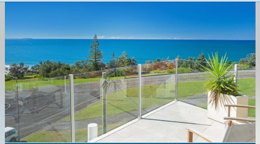 Stunning Ocean View & Whale Watching Apartment - Port Macquarie - Apartment