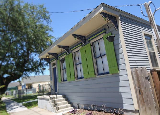 Sunny New Orleans Getaway - Modern, Natural Light