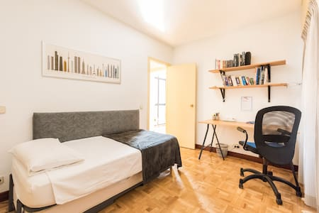 Room in City Centre - easy 24h Airport Transport