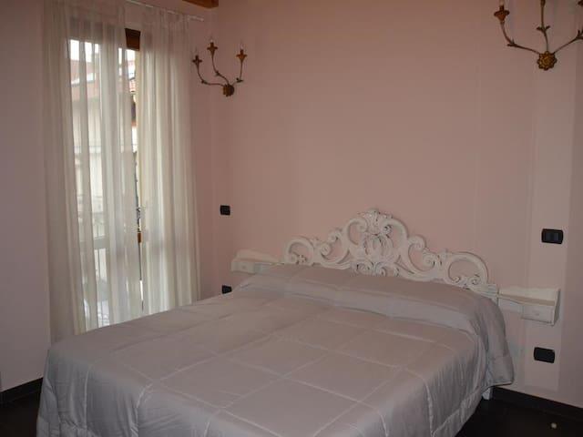 Matrimoniale o doppia-Comfort-Bagno privato-Balcone-Glicine
