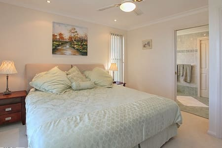 Cape View Manor Bed & Breakfast Accommodation - Tallwoods Village - Aamiaismajoitus
