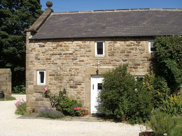 Characterful cottage - edge of Peak District