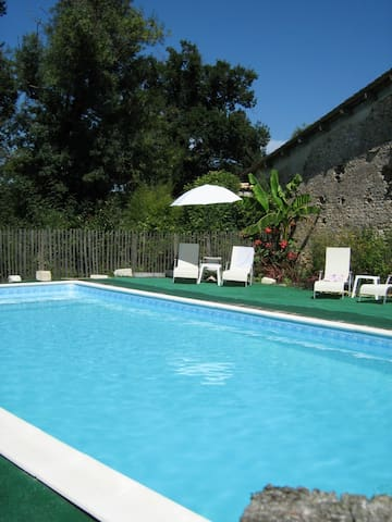 Charming farm with pool - 35 min from Bordeaux CV - Montlieu-la-Garde - Casa de hóspedes