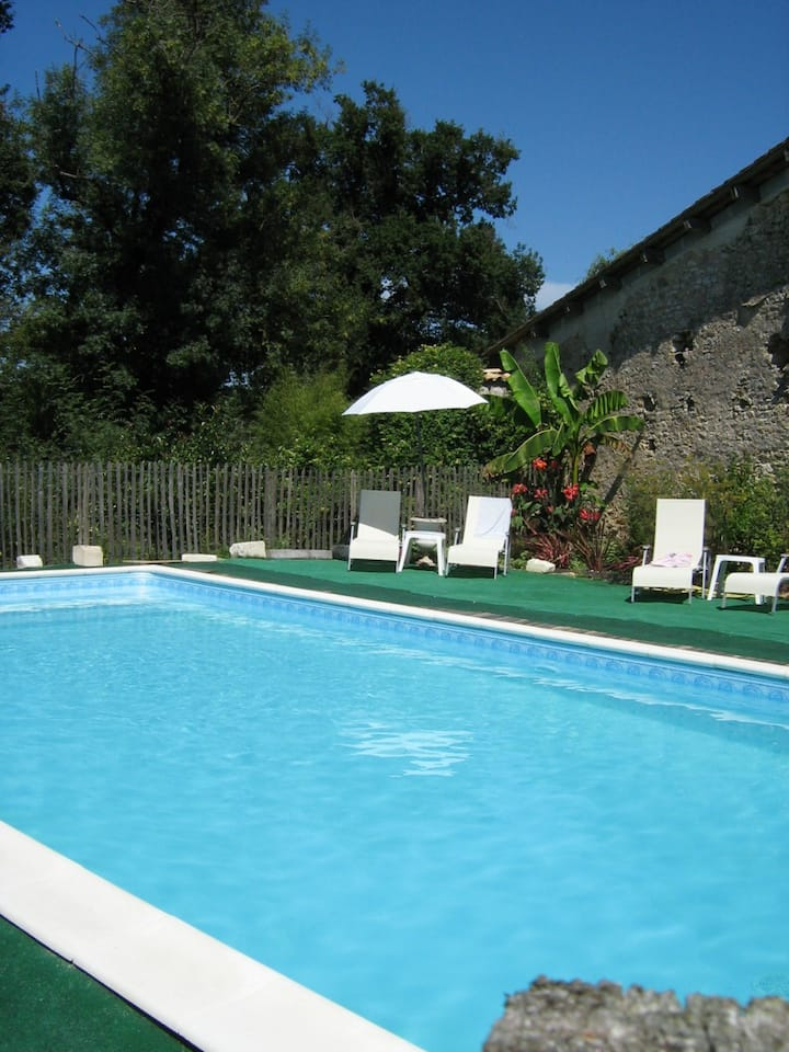 Charming farm with pool - 35 min from Bordeaux CV