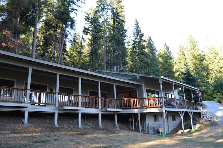 The Lakeview Retreat - Leavenworth - Hus