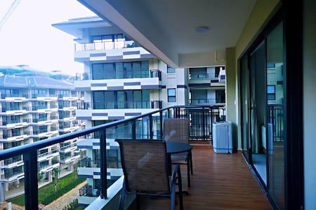 【观云】五指山市中心高地群环抱的房间,超大户外阳台