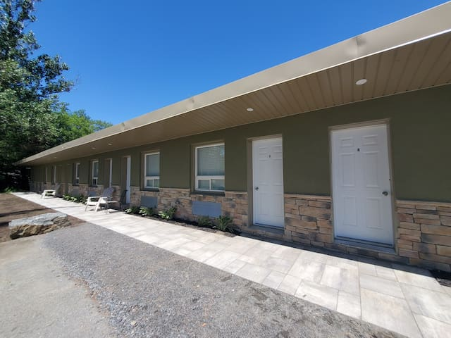 The Whitfield Motel on Oastler Lake - Room #6