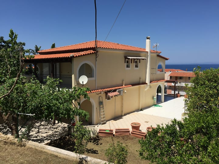 Fully Equipped  Villa with garden and seaview!