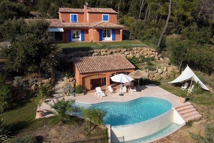 Charming Holiday Home in Lorgues with Private Swimming Pool