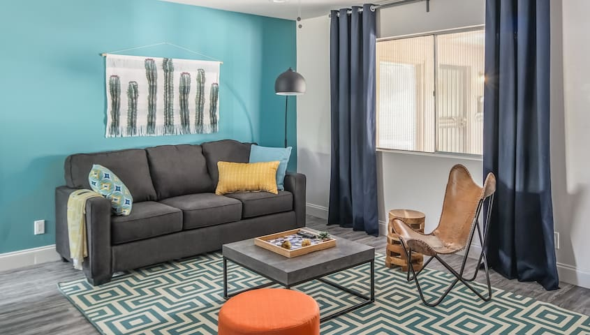 Cozy 2BR Townhome by Fashion Square by WanderJaunt