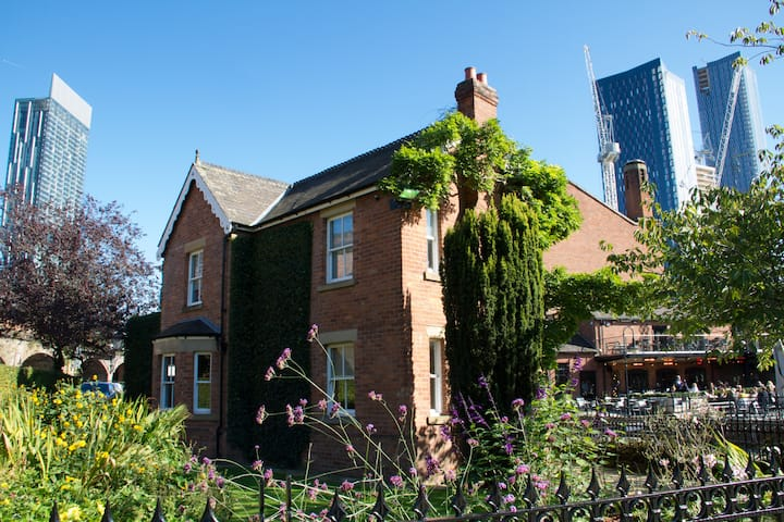 Lock Keepers Cottage - Detached house in the city