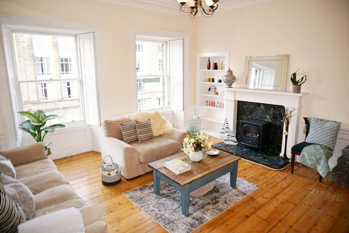 Superb Georgian Apt. 5 minutes from Princes Street